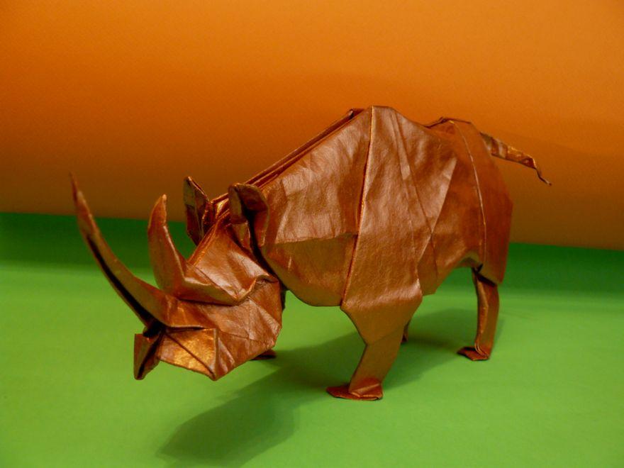 Последовательность действий при сложении фигуры из бумаги в видео.  Схема оригами носорог.