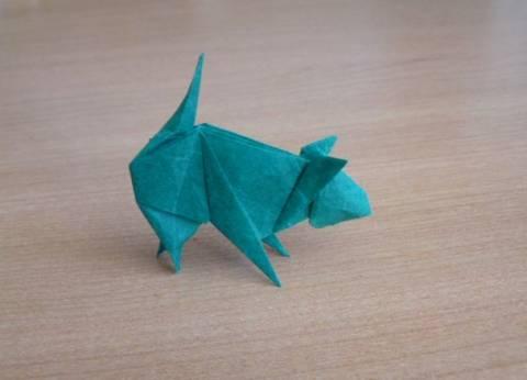 Оригами для детей - простые схемы, видео Оригами Кошка получается из простого квадрата желтой бумаги.